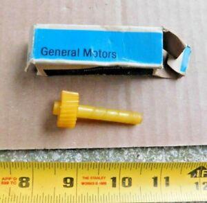 NOS GENERAL MOTORS SPEEDOMETER GEAR YELLOW 24 TEETH 3860347