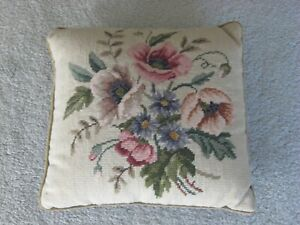 """Vintage 1970's 13"""" x 13"""" Green Floral Hand Sewn Needlepoint Decorative Pillow"""