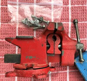 VTG 3 1/3 INCH SWIVEL BASE RED VISE WITH REMOVEABLE PIPE JAWS W/MOUNTING HWD