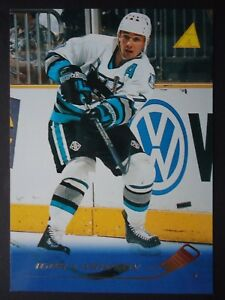 NHL 81 Igor Larionov San Jose Sharks Pinnacle 1995/96 (6,4 x 8,9)
