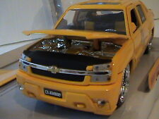 2001 CHEVY AVALANCHE 1:24 SCALE DIE-CAST METAL DUB CITY JADA TOYS