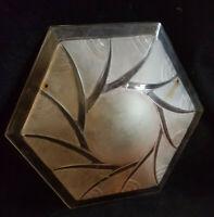 Ancienne Vasque hexagonale rose verre moulé suspension art-déco style Degué