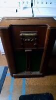 Antique Air Castle AM/SW Vacuum Tube Table Radio wood cabinet