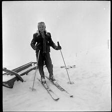 Jeune fille blonde ski sous la neige - Ancien négatif photo an. 1960