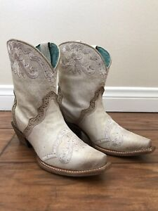 Women's Corral Ankle Boots Swarovski Crystals Handcrafted Size 5 C3188
