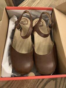 Vintage Sam Dansko Size 38 clogs