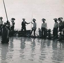 TAHITI c. 1950 -  Pêche aux Cailloux dans le Lagon  Polynésie Française DIV 4997