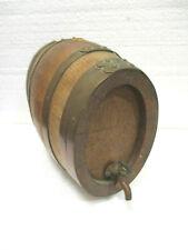Petit tonneau ovale en chêne, cerclé de cuivre