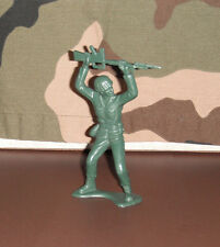 """5"""" American Toy Soldier Rifle Over His Head 1970's Marx Dark Green"""