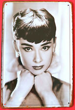 Blechschild 3D geprägt Audrey Hepburn US Film Legende Portrait Bar Kneipe Cafe