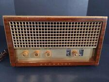 Magnavox FM017 AM/FM 7-tube table radio Wood cabinet