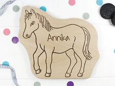 Kinderbrettchen Pferd mit Namen graviert aus unbehandeltem Hol