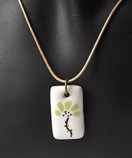 Halsband Kette mit Keramik Anhänger Blüte floral Ethno hellgrün weiß natur