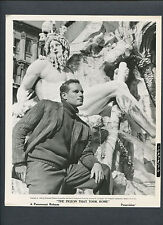Charlton Heston Poses Before Roman Statue - Wwii Carrier Pigeon Story - War