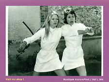 """PHOTO DE PRESSE CINÉMA : BRIGITTE BARDOT & ANNIE GIRARDOT, """"LES NOVICES"""" -L299"""