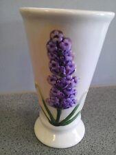 Cremefarbene Porzellan Blumenvase mit lila Flieder verziert Art 1226