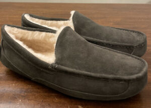 UGG ASCOT 1101110 CHARCOAL MEN'S SLIPPERS AUTHENTIC SIZE 12, WATER-RESISTANT NEW