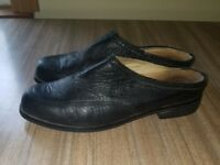 Ariat Women's size 10B Black Leather Mules Clogs Slip On