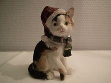chat écaille de tortue avec bonnet de Noël & écharpe verte (h:8,5 cm)  NOUVEAU