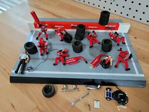 Snap-on Tools Pit Crew Diorama 2002   *Figures and Display Only*   No Car