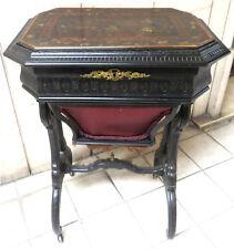 050527  Tavolino da lavoro dell'Ottocento  in legno laccato a chinoiserie