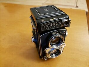 Yashica Mat - 124 vintage twin lens reflex medium format camera with case