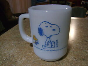 VINTAGE ANTIQUE FIRE KING ANCHOR HOCKING SNOOPY COFFEE MUG