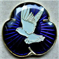 BRAND NEW BEAUTIFUL PURPLE ENAMEL BADGE PIGEON , PEACE , REMEMBRANCE POPPY 2020.