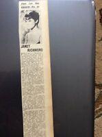 H5-1 ephemera 1961 picture article singer janet richmond senora single