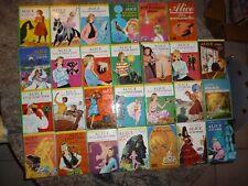 Lot de 27 livres de la Bibliothèque Verte de la série ALICE  Caroline QUINE