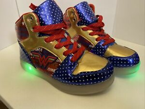 Wonder Woman High Top Shoes Light Up With Cord To Change Under Tongue Size 2