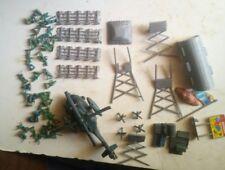Giftoys . Américains+hélicoptère+bâtiment+mirador et accessoires. Lot 62DMS.