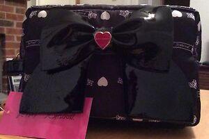 NWT Betsey Johnson Cosmetic Makeup Travel Bag Side Handle Enamel Bow Black Heart