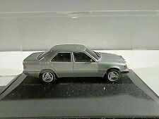 Herpa  Collection Mercedes-Benz 300E (W124) Facelift silbermet.  OVP in Vitrine