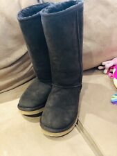 Women sheepskin Boots Dark Brown Size 8. Only Worn Once And Smells New.