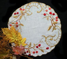 Arts and Crafts Linen Tablecloth Centerpiece - Silk Hand-embroidery Red Berries