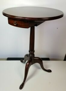 """Vintage 23"""" Mahogany Side Accent Pedestal Table With Drawer"""