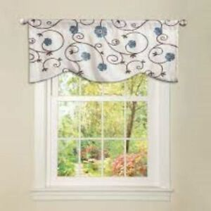 "LUSH DECOR Window Valance NWT 42"" x 18"" Royal Garden Blue Floral MSRP $49.99"