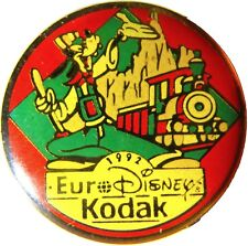 1992 EURO DISNEY RESORT GOOFY KODAK ENAMEL METAL PIN BADGE FRENCH PROMO VINTAGE