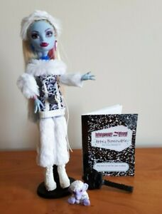 Monster High Doll Signature Wave 2 Abbey Bominable + Diary + Pet + Stand + Brush