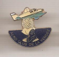 Pin's pin AVION AERO CLUB DE LA VENDEE SABLAISE FOLKLORE (ref CL23)