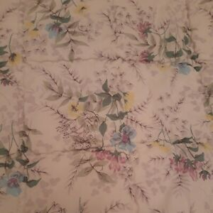 Vintage Retro Nylon Single Floral Quilted Bedspread 39 x 60 Inches