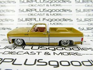 M2 Machines 1:64 LOOSE Liqui-Gold & White 1973 CHEVROLET CHEYENNE 10 Pickup
