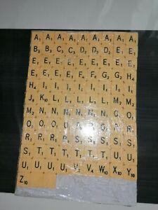 Lettres de scrabble (102) en plastique