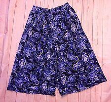 Chaus Sport Women's Floral Print Blue Black Capri Skirt like Pants Shorts size M