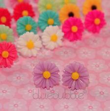 Funky pequeñas Vintage 12mm Daisy pendientes Boda favor Lindo Dama De Fiesta Niña
