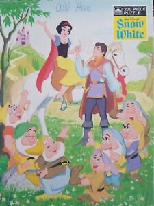 Walt Disneys Snow White 200 PC Jigsaw Puzzle 14 by 18 inches Ages 6 to 14