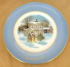 "Avon Christmas Plate 1977 Fifth Edition ""Carollers In The Snow"" (D3)"