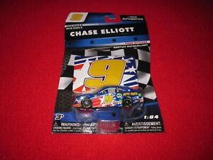 Chase Elliott #9 NAPA 2018 Wave 9 NASCAR Authentics 1:64