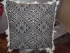 2 edle Dekokissen Kissenhüllen 40 x 40 cm schwarz weiß Reißverschluß Fransen